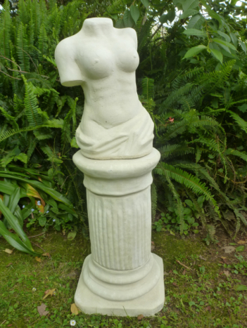 female_bust_on_column.jpg