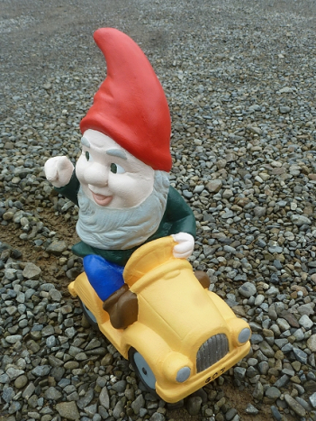 gnome_on_car.jpg