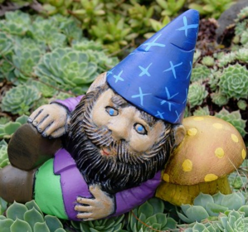 gnome_resting_on_toadstool.jpg