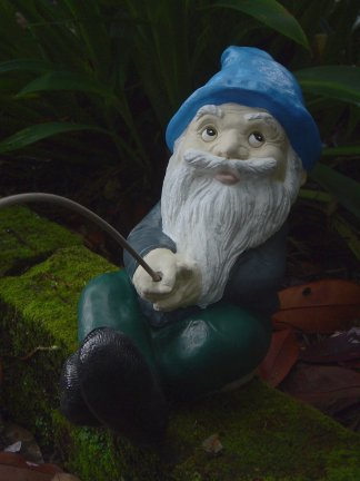 gnome_sittingfishing.jpg