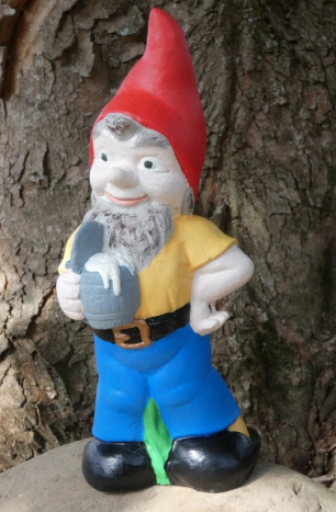 gnome_with_beer_stein.jpg