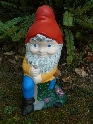 gnome_with_spade.jpg