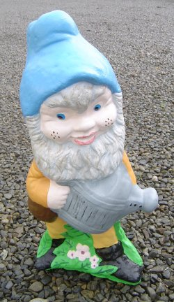 gnome_with_watering_can.jpg