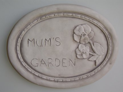 mums_garden_wall_plaque.jpg