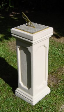 sun_dial_on_tall_pedestal.jpg