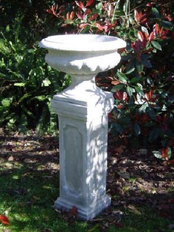 tall_pedestal_with_urn.jpg